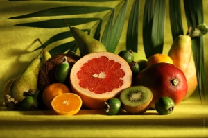 Fruits like pears, apples, apricots, lime, lemon, cherries, all kinds of berries, peaches and kiwi are low in calories, hence great as a snack.