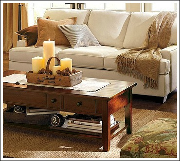 A simple tray adds the perfect accentuation, without taking up precious space on this small coffee table