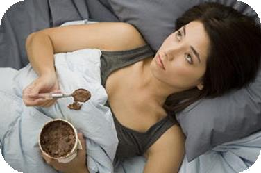 If you find yourself reaching for a tub of icecream in the middle of the night, it is time you put some serious efforts in to creating a disciplined sleep pattern