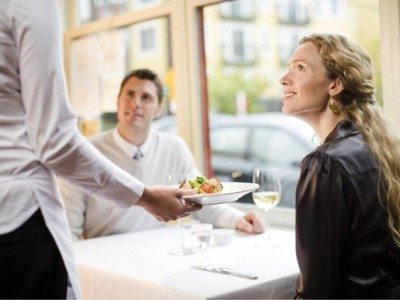 MMM-couple-at-restaurant