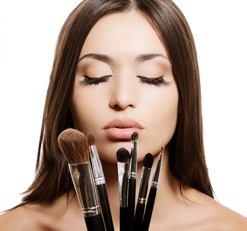 Mastering The Art Of Applying Natural Looking Makeup Little Things