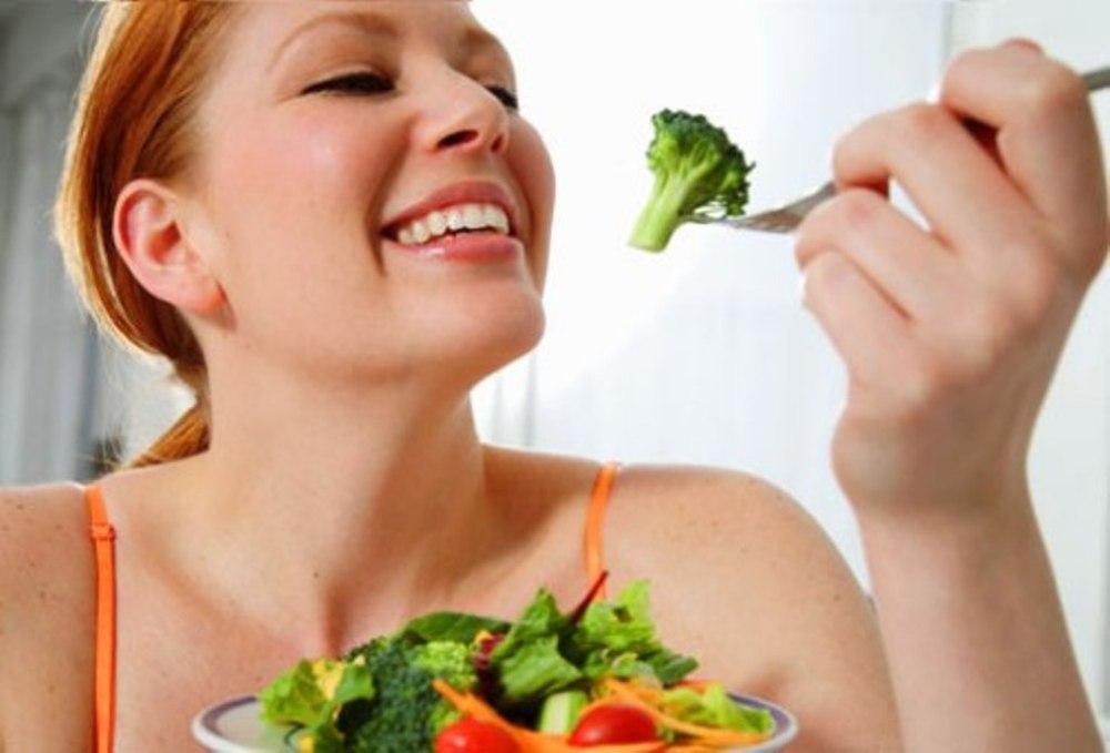 woman-eating-vegetables1