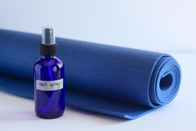 yoga-mat-spray-diy